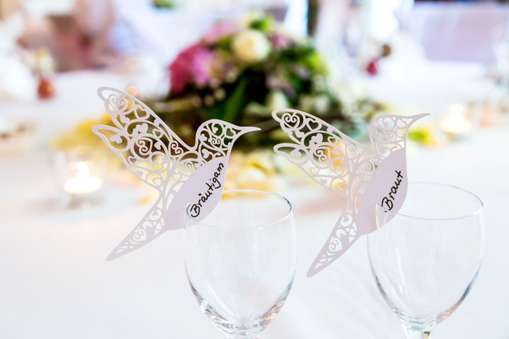 喜ばれる結婚式の席札メッセージ 人タイプ別に書き方のポイントや文例