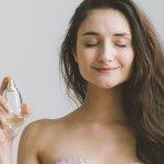 Apabila Anda bertemu momentum terbaik untuk memberikan hadiah, parfum bisa menjadi sebuah hadiah yang berkesan. Bagaimana cara mencari parfum yang tepat untuk hadiah? Simak tips dan rekomendasi BP-Guide berikut ini, yah.