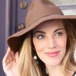 母の日のプレゼントで喜ばれるおしゃれな帽子を紹介してきましたが、気になるものは見つかりましたか? 紫外線の強い時期に、おしゃれな帽子は重宝されます。失敗しない選び方ポイントをおさえて、お母様の喜ぶおしゃれな帽子をぜひプレゼントしてみてください。