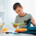 Một năm học mới đang đến gần, bạn đã chuẩn bị đầy đủ đồ dùng học tập cho bé lớp 4 nhà mình chưa? Nếu chưa thì hãy tham khảo ngay gợi ý 10 bộ dụng cụ học tập hữu ích cho học sinh lớp 4 (năm 2021) trong bài viết dưới đây nhé!