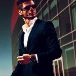 Jam tangan pria Police telah dikenal sebagai produk jam tangan pria yang digemari karena gaya artistiknya. Sayang, banyak yang memalsukan jam tersebut demi keuntungan pribadi. Nah, bagi Anda yang ingin membeli jam tangan pria Police original, berikut cara membedakannya dari yang palsu.