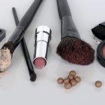 Wanita jelas ingin tampil cantik tanpa cela. Maka dari itu wanita rajin memakai makeup untuk menutupi kekurangan pada wajah. Jangan asal pakai produk kecantikan, gunakan produk-produk yang benar-benar berkualitas. Yuk, cek produk kecantikan bermutu bersama BP-Guide!