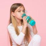 Botol minum adalah perlengkapan anak yang perlu ada saat mulai sekolah. Agar tak malas, bisa dengan memberikan botol minum yang menarik baginya. Tentu, bisa membuat ia tak dehidrasi dan lebih semangat minum. Yuk contek rekomendasi botol minum anak versi BP-Guide.