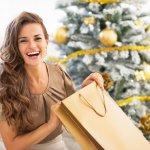 女性に贈る2019年最新版、人気のクリスマスプレゼントを大学生、20代・30代社会人のそれぞれをランキング形式でご紹介します。平均的なプレゼントの相場やプレゼントの選び方、人気のプレゼント、クリスマスカードのメッセージ文例など徹底解説します。大学生の女性にとってクリスマスっぽい特別感があるプレゼントを求める方が多く、そして可愛いものやオシャレな物が好まれています。