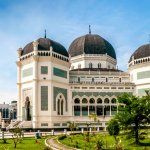 Selain dikenal sebagai salah satu kota terbesar di Indonesia, Medan juga punya banyak objek wisata menarik yang tak boleh dilewatkan. Tak perlu ragu, Anda bisa menghabiskan waktu liburan dan beristirahat di penginapan murah kota Medan yang BP-Guide rekomendasikan berikut ini!