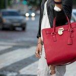 本革のハンドバッグは使用するほどに風合いが変化して持つ人の愛着も増すため、プレゼントには最適です。また、女性がプレゼントで欲しいアイテムランキングでも、常に上位に入っています。そこで今回は、「2019年最新版」革ハンドバッグのブランドをランキング形式でご紹介します。ハンドバッグのプレゼントは、相手の女性のファッションの系統をリサーチし、それに合った雰囲気のブランドから、ハンドバッグを選ぶのがオススメです。ぜひ素敵なプレゼント選びの参考にしてください。