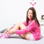 Kaos kaki adalah benda sederhana yang tidak bisa dilepaskan dari kehidupan sehari-hari. Fungsinya sangat beragam, mulai dari melindungi kaki hingga melengkapi penampilan. Melalui artikel ini, BP-Guide akan memberikan rekomendasi kaos kaki wanita dengan model lucu untuk kaki cantikmu.