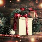 大学生の彼女への贈るクリスマスプレゼントについて彼氏の皆様は本当に迷ってる方が多いと思います。彼女はどんなプレゼントを贈ったら喜んでもらえるのか、大学生の彼女へはどのくらいの予算なのか、人気のブランドは何か…など徹底解説します。 予算に合わせたプレゼントの紹介や【2017年度版】人気ランキングで失敗のないクリスマスプレゼントを選びましょう。
