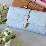 ブランド長財布は、女性へのプレゼントにとても喜ばれるアイテムのひとつです。今回は、20代・30代女性へのプレゼントに人気のブランド長財布を【2019年度 最新版】としてランキング形式にまとめました。財布は毎日のように使うものなので、できれば丈夫なレザー製がおすすめです。ぜひおしゃれで可愛いプレゼントを見つけてください。