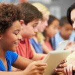 Baju batik pastinya sudah tidak asing lagi bagi para tenaga pendidik atau guru. Untuk memilih baju batik yang tepat tentunya kamu harus tahu tipsnya. Simak tips dan rekomendasi baju guru modis dari BP-Guide berikut ini untuk meningkatkan kepercayaan dirimu!