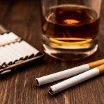 煙草を吸う彼氏や旦那様に贈るシガレットケース・タバコケースの人気ランキング【2019年最新版】をまとめました。おすすめのデザインやブランド、予算などもあわせてご紹介します。 取り出しやすさや吸っているたばこに合っているサイズであるかどうか等、日々使用しやすいものを選びましょう。