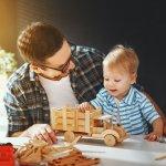 Mainan kayu sudah ada sejak dulu. Meski sekarang sudah banyak berkembang mainan berbahan plastik, namun mainan kayu tetap disukai karena aman bagi anak. Berikut ini, BP-Guide akan memberikan ulasan mainan kayu yang pas untuk anak Anda.