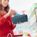 大切なお金やカード類を収納する財布は、日々頻繁に手にするアイテムです。そこで今回の特集では、30代女性に人気のレディース財布を扱うブランドを、ランキング形式で紹介します。ハイブランドや通販ブランドなど、注目度の高いブランドがわかるので、アイテム選びで迷っている方は必見です!ぜひ記事を最後までチェックして、お気に入りの1点を見つけてください。