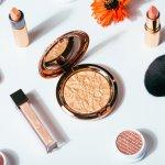 Peralatan makeup adalah item wajib bagi wanita masa kini yang ingin tampil menarik. Jika Anda tak sayang uang atau jika berprofesi sebagai makeup artist yang ingin riasan sempurna dan tahan lama, tak ada salahnya jika Anda coba melirik deretan alat makeup mahal pilihan BP-Guide berikut ini!