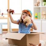 Mainan untuk anak perempuan tentunya berbeda dengan anak lelaki. Tapi, mainan yang dipilihkan tetap harus bisa menunjang pertumbuhan fisik dan otaknya. Apa saja mainan yang pas untuk perkembangan anak tersebut? BP-Guide mengulasnya untuk Anda lewat artikel berikut ini.