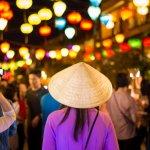Pergi berlibur rasanya tidak lengkap tanpa membeli suvenir, termasuk saat kamu ke Vietnam. BP-Guide akan memberikan rekomendasi suvenir yang wajib dibawa pulang dari sana. Kamu juga bisa menemukannya di toko-toko online, lho.