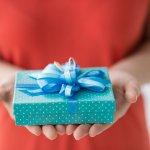 高校生の彼氏の誕生日プレゼントには、普段使いしやすいブレスレットや学校にも持って行けるペンケースがおすすめです。今回は、予算を3,000円に設定し、【2019年最新版】高校生の彼氏に喜ばれる誕生日プレゼントランキングをご紹介します。彼氏にとって特別な誕生日となるように、好みのアイテムを準備しましょう。