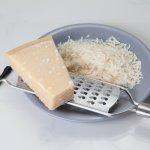 Keju parmesan memang bisa meningkatkan cita rasa pada hidangan. Jenis keju asal Italia ini punya rasa yang gurih dan tekstur yang khas. Pastinya hidangan yang kamu buat akan makin spesial dengan menambahkan keju ini. Yuk, simak resep dan rekomendasi produknya!