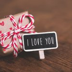 Sweet Nothings to Express Undying Love to Your Girl: 10 Gifts with Quotes for Girlfriend