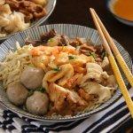 Pontianak adalah salah satu kota besar di pulau Borneo, Kalimantan. Pontianak juga memiliki banyak makanan khas yang juga cocok dijadikan buah tangan. BP-Guide akan memberimu informasi mengenai makanan apa saja yang menjadi makanan khas di Pontianak.