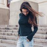 Kaos lengan panjang adalah fashion item yang wajib dimiliki para wanita. Kaos lengan panjang akan bisa bikin gaya kamu makin keren dengan cara yang mudah. Ini karena kaos lengan panjang mudah dipadukan dengan apa saja. Kamu tak butuh waktu lama untuk menentukan padu padan yang pas. Nah, yuk cek rekomendasi kaos lengan panjang dari kami!