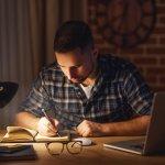 Lampu belajar memang wajib dimiliki guna menunjang kenyamanan beraktivitas di meja belajar. Simak tips dari kami dalam memilih lampu belajar yang nyaman untuk mata. Ini supaya Anda tidak salah ilih lampu belajar yang tepat untuk Anda dan buah hati.