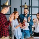 Khai trương văn phòng là dịp đặc biệt đánh dấu bước phát triển mới trong kinh doanh, trong dịp này gia chủ luôn sẽ mời bạn bè người thân đến chung vui. Và tất nhiên khi đến dự tiệc khai trương bạn không thể thiếu quà để bày tỏ lời chúc may mắn, thịnh vượng đến họ. Tuy nhiên, chọn quà khai trương làm sao vừa độc đáo vừa mang nhiều ý nghĩa tốt là nỗi băn khoăn của nhiều người. Mời bạn cùng tham khảo danh sách 10 món quà khai trương văn phòng độc đáo tặng bạn bè (năm 2021) dưới đây để có ngay lựa chọn phù hợp nhất nhé!