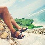 Sepatu sandal bisa jadi item simpel yang cocok dikenakan di kala santai. Kalau kamu ingin mendapatkan sandal sepatu yang berkualitas, kamu bisa cek beberapa rekomendasi sepatu sandal keren pilihan BP-Guide berikut plus jenis bawahan yang cocok dikenakan!