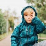 Mengajak anak mengikuti aktivitas outdoor adalah pilihan yang pas. Selain bisa mendekatkan hubungan antara orang tua dan anak, juga mampu membuat anak lebih aktif dan sehat. Jangan lupa untuk memakaikan pakaian yang melindungi anak, yah.