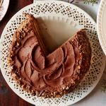 अगर आप घर पर कुछ केक बनाने की योजना बना रहे हैं, तो आपको अपने घर पर इन 10 प्रकार के स्वादिष्ट केक बनाने की कोशिश करनी चाहिए जिसे प्रेशर कुकर में आसानी से बनाया जा सकता है। जो बनाने में बहुत आसान और स्वाद में बहुत ही स्वादिष्ट होते हैं। इसके साथ हमने आपको केक टॉपिंग की 3 रेसिपीज़ भी दीं जो कि पेशेवर केक की दुकानों की तरह बन जाएंगी। अधिक जानने के लिए पूरा लेख पढ़ें।