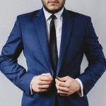 Dasi adalah salah satu pelengkap tampilan formal pria supaya terlihat makin elegan, Harga dasi tentu bervariasi. Namun, apak kamu penasaran dengan rupa dasi termahal di dunia? Cek daftarnya berikut ini!