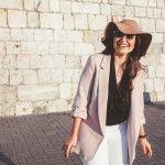 Brand fashion asal Spanyol, Mango, telah mendapat tempat di hati para pemerhati fashion. Lini produknya terbilang lengkap dengan model yang selalu up-to-date. Salah satu koleksi terbaik Mango adalah blazer. Yuk, intip blazer Mango paling stylish rekomendasi BP-Guide untuk gayamu yang semakin kece.