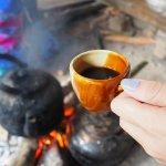 Anda pencinta kopi? Tentu belum lengkap kalau kamu belum mencoba sensasi ngopi unik yang dikenal dengan sebutan kopi joss dari Yogyakarta. Penasaran? Anda bisa coba kopi joss di beberapa angkringan atau tempat ngopi rekomendasi BP-Guide berikut!