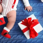 Tiệc đầy tháng là sự kiện quan trọng, khi được mời tham dự hẳn ai cũng cần chuẩn bị những món quà ý nghĩa để tặng bé yêu - nhân vật chính trong sự kiện này. Đây cũng là dịp mà bạn có thể thăm bé và mẹ kể từ lúc mới sinh, một món quà ý nghĩa sẽ giúp bạn gửi lời chúc may mắn đến họ. Nếu bạn đang băn khoăn tặng quà làm sao cho phù hợp và ý nghĩa, hãy tham khảo ngay gợi ý 10 món quà dành tặng cho bé trai vào tiệc đầy tháng (năm 2021) dưới đây nhé.