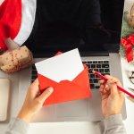会社の上司や同僚、取引先などへクリスマスメッセージを贈る場合は、ただお祝いの気持ちを伝えるだけでなく、プラスアルファの要素が必要になってきます。そこで今回は、社会人にクリスマスメッセージを伝えるときに大切なポイントを、文例やおすすめしたい伝え方と一緒にご紹介します。