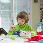 Yuk, Ajari Anak Peduli Lingkungan dan Asah Kreativitasnya dengan Membuat 9 Jenis Mainan dari Barang Bekas Ini!