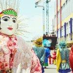 Sebagai ibukota negara, Jakarta bisa dibilang serba ada, termasuk saat ingin membeli oleh-oleh yang pilihannya sangat beragam. Oleh-olehnya bukan hanya yang bersifat lokal dan tradisional saja. Barang-barang lain yang cuma ada di Jakarta dan tidak tersedia di tempat lain juga layak untuk dijadikan buah tangan.