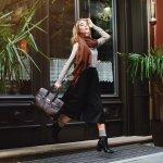 Tas lebih dari sekedar pelengkap penampilan bagi wanita. Dengan model yang yang tepat, kamu bisa memberikan statement yang kuat pada penampilanmu. Yuk, simak rekomendasi tas wanita dari BP-Guide berikut ini agar gayamu makin stylish dan fashionable.