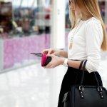 女性に人気のファッションアイテムのひとつに、ブランド財布があります。しかし、ブランド財布は高価なものが多く、気軽にプレゼントできないという場合も多いです。そこで今回は、女性へのプレゼントに人気のプチプラ財布を扱う人気ブランドを【2018年度 最新版】としてランキング形式にまとめました。価格以上の満足が得られるブランドばかりなので、ぜひ参考にしてください。