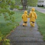Jangan Takut Si Kecil Terkena Hujan Lagi dengan 10 Rekomendasi Jas Hujan Anak dari BP-Guide (2019)