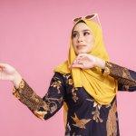 Bukan rahasia lagi kalau baju batik memiliki motif aman yang digunakan untuk menghadiri acara formal. Bahkan acara informal pun bisa menggunakan batik dengan padu padan yang serasi. Simak rekomendasi batik wanita bagi kamu yang ingin menambah koleksi batik.