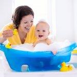Memilih sampo untuk anak tentu tidak sembarangan, apalagi bayi. Rambut bayi yang masih sangat lembut dan sensitif harus mendapatkan sampo khusus. Kandungan sampo khusus bayi tentu saja sudah teruji dan bahan-bahan yang digunakan aman untuk bayi. Zwitsal menghadirkan sampo bayi yang bisa menjadi rekomendasi perawatan rambut bayi bagi para ibu.