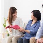 Gợi ý 10 món quà ý nghĩa và thiết thực dành tặng cho mẹ chồng ở quê (năm 2021)