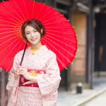 Mendengar kata kimono, apa yang pertama kali terbersit di benakmu? Ya, pakaian khas Jepang ini memang sudah terkenal di seluruh dunia. Kimono ternyata punya banyak jenis dan macam lho. Yuk, simak artikel BP-Guide berikut ini.