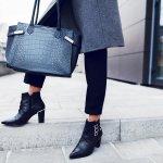 Sepatu boots bisa menunjang penampilanmu semakin trendi dan edgy. Meskipun tidak umum orang mengenakannya, kamu akan tetap terlihat berbeda dan meyakinkan menggunakannya. Berbeda dari sneakers, sepatu boots memiliki jenis-jenis yang bisa disesuaikan dengan kebutuhan fashion kamu. Yuk, intip rekomendasi yang kece oleh tim BP-Guide di sini.