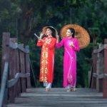 Bosan dengan fashion yang itu-itu saja? Kamu juga bisa lho, mencoba jenis pakaian yang satu ini. Ao Dai, pakaian tradisional khas dari Vietnam ini akan membuat kamu menjadi lebih anggun. Penasaran bagaimana cara mendapatkan Ao Dai yang pas untukmu? Simak artikel ini sampai selesai, ya!