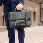 多くのビジネスマンに愛されるトゥミのバッグは、耐久性に優れた素材や使い勝手の良さにこだわった収納力、そしてスタイリッシュで高級感のあるデザインが魅力です。ここでは、トゥミの人気シリーズをランキング形式でご紹介しています。さらに、メンズバッグを選ぶポイントや、おすすの理由も解説していますので、ぜひ納得のいくメンズバッグを見つけるための参考にしてください!