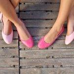 Sepatu, item fashion yang satu ini tidak bisa dipisahkan dari para wanita dan kini ada banyak model sepatu yang bisa ditemukan di pasaran. Kalau Anda sedang mencari sepatu wanita yang oke, Anda bisa simak tips dan rekomendasi dari BP-Guide berikut ini!