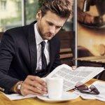 Jas adalah salah satu jenis pakaian pria yang mesti dimiliki dalam lemarinya. Selain digunakan dalam tampilan formal, jas juga bisa dipadukan dengan gaya kasual yang tepat lho! Simak tips memilih dan rekomendasi jas keren dari BP-Guide berikut ini!