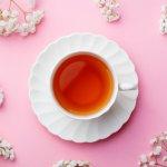 Teh merupakan minuman yang banyak diminum masyarakat dalam berbagai kesempatan. Selain rasanya enak, manfaatnya pun banyak untuk kesehatan. Teh hijau dan teh hitam telah lama diklaim sebagai teh yang paling menyehatkan. Kenali perbedaan keduanya dan juga rekomendasinya bersama BP-Guide!